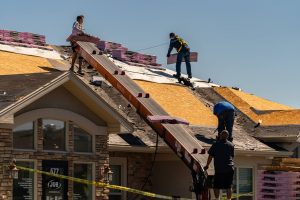 Read more about the article 4 Reasons Why Your Roof Is Leaking